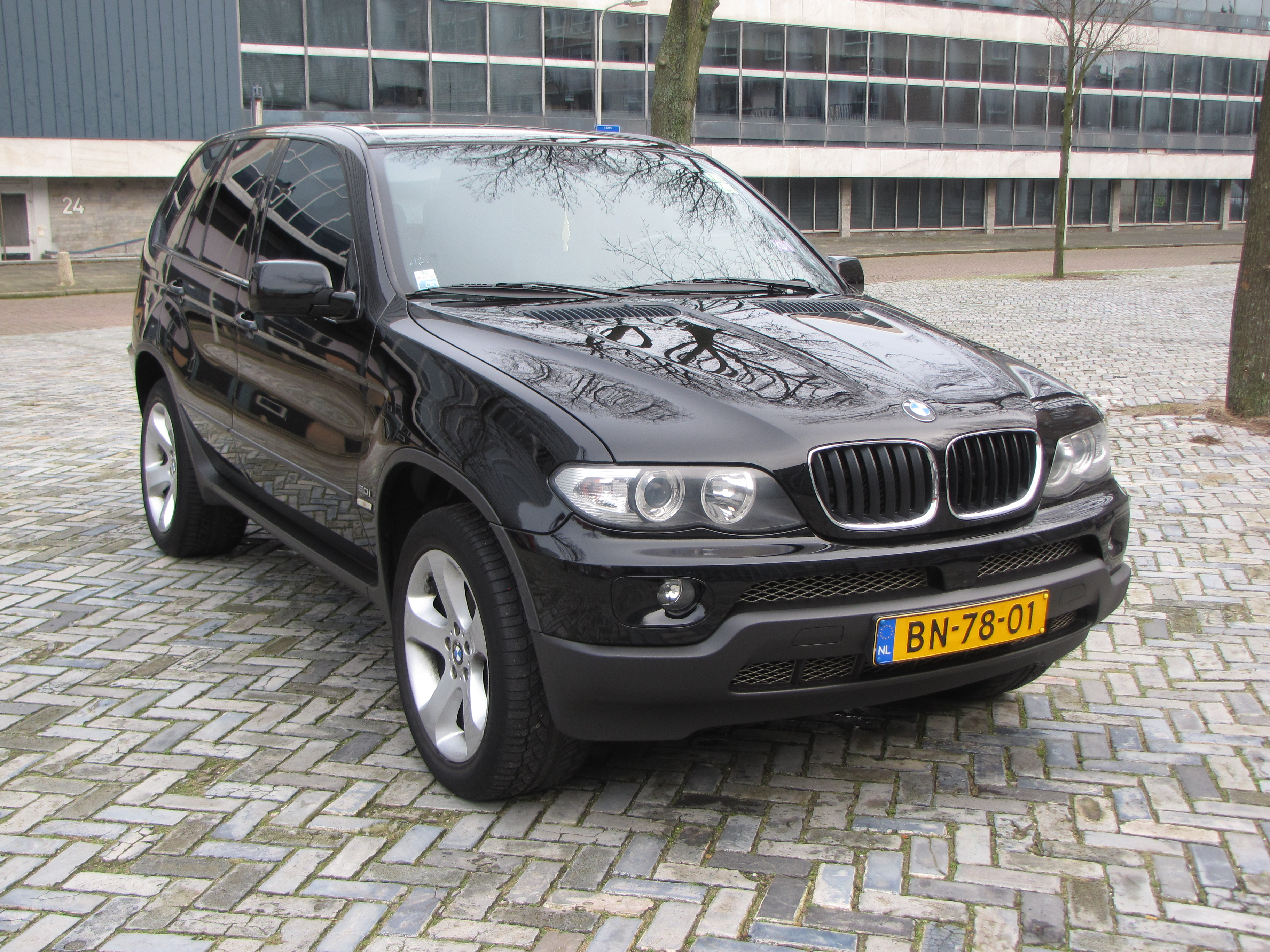 bn bmw x5 4wd end 2004 190k km black friday s deal 7 500 expatcars24. Black Bedroom Furniture Sets. Home Design Ideas